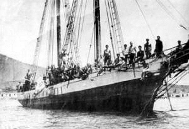 Boat with Canarian emigrants arriving to Venezuela.